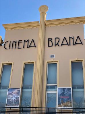Facade du cinéma Brana de Vic