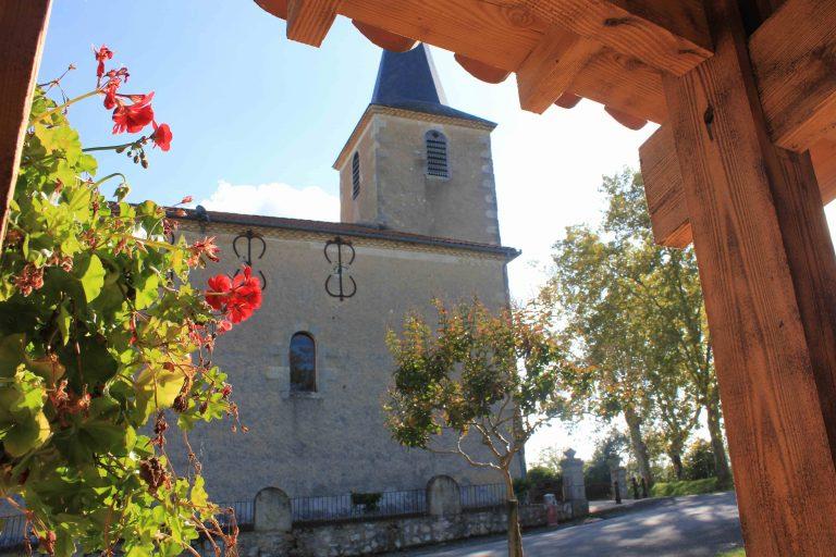 Vue sur l'église de Roquebrune depuis le porche