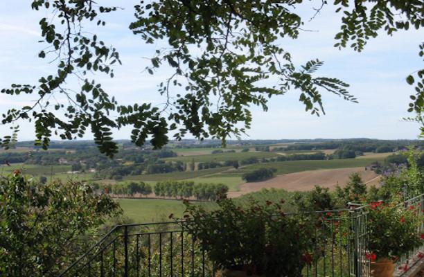 Vue sur la campagne depuis le chemin de ronde de Ronde