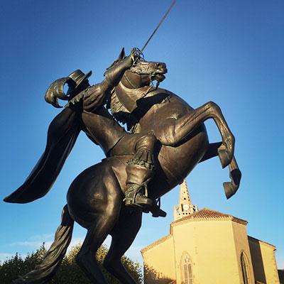 Statue équestre de d'Artagnan sur son cheval à Lupiac